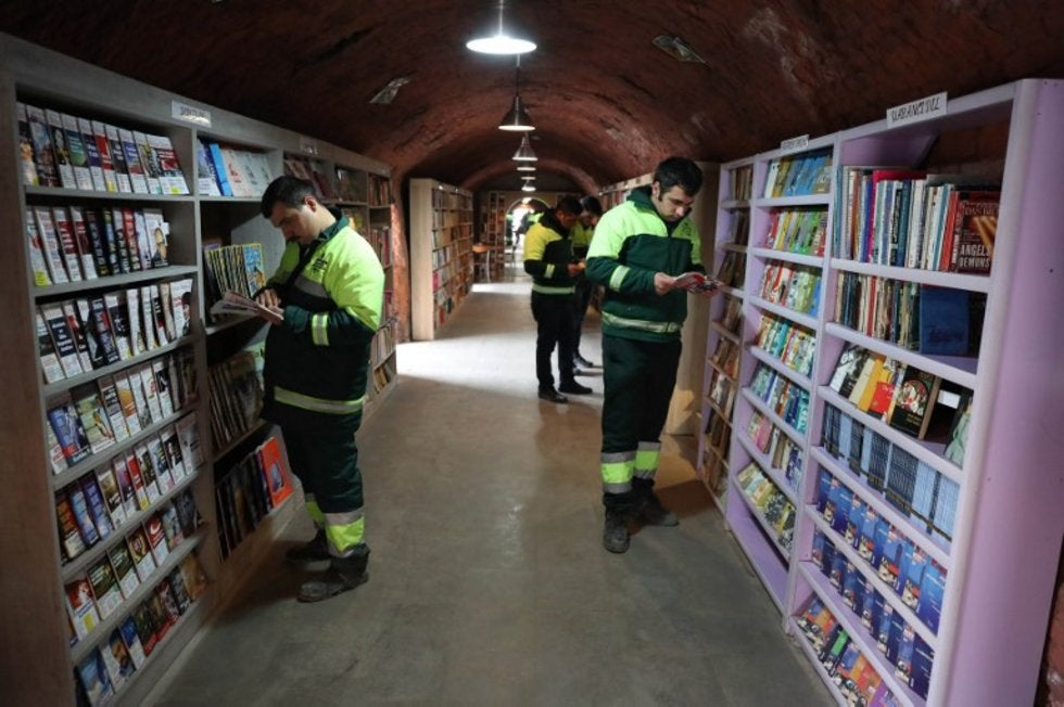 Recolectores de basura abrieron una biblioteca con 6000 libros que rescataron