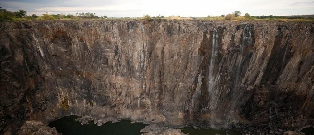 Por qué casi no corre el agua por las icónicas cataratas Victoria, una de las maravillas naturales del planeta